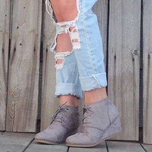 Grey 🐭 Vegan Suede 🐭 Lace Up Wedge